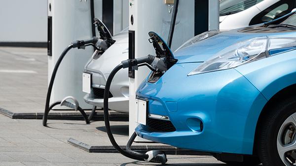 2030年代半ばにガソリン車新車販売禁止へ